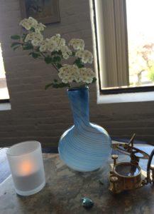 Current fleurs on desk